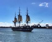Die USS Constitution unter eigenen Seegeln